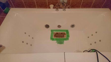 お風呂浴槽穴あきFRP処理2