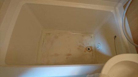 お風呂浴槽ひび割れパテ処理