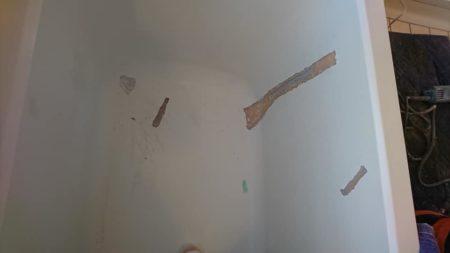 お風呂浴槽たくさんのひび割れ写真